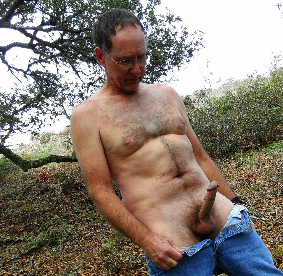 Mature gay outdoor. La datation.