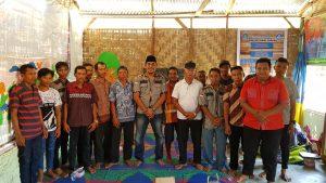 Ketua GM PEKAT IB Sumut sekaligus penerima mandat Sekjen IWO Asahan-Batubara Khairul Anhar Harahap foto bareng petani.