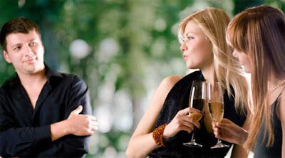 7 أشياء لا يمكن أن تقاومها المرأة في الرجل رجل جذاب بنات نساء فتيات معجبون برجل بشاب women like man girls attractive attracted to