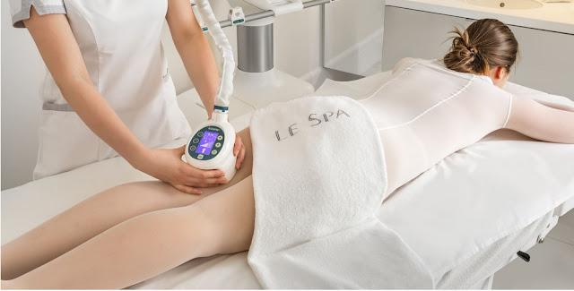 Zabieg modelowania ciała wykonywany w klinicie medycyny estetycznej