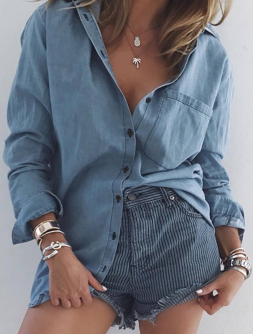 simple outfit idea : denim shirt and stripped shorts