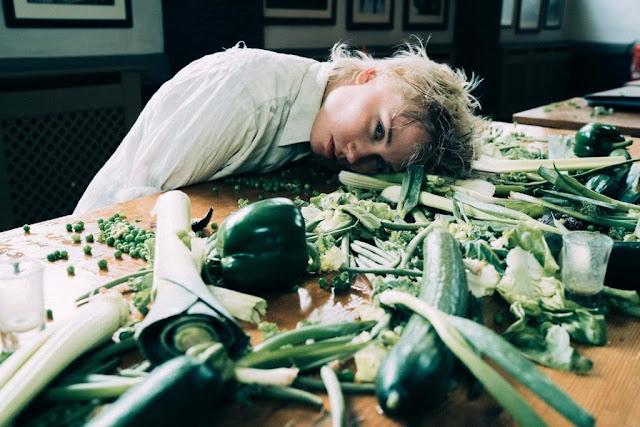 Annabel Allum Premieres 'Eat Greens' Video