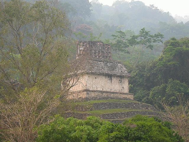temple avec sa crête faîtière Palenque