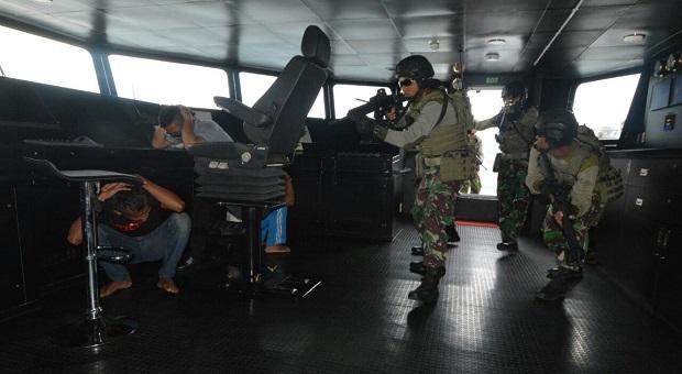 Pasukan Intai Amfibi Korps Marinir Berhasil Lumpuhkan Perompak