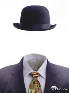 Foto-montagem de uma pessoa sem rosto, mas vestindo um terno e chapéu. é como se alguém estivesse vestindo o terno, mas invisível.