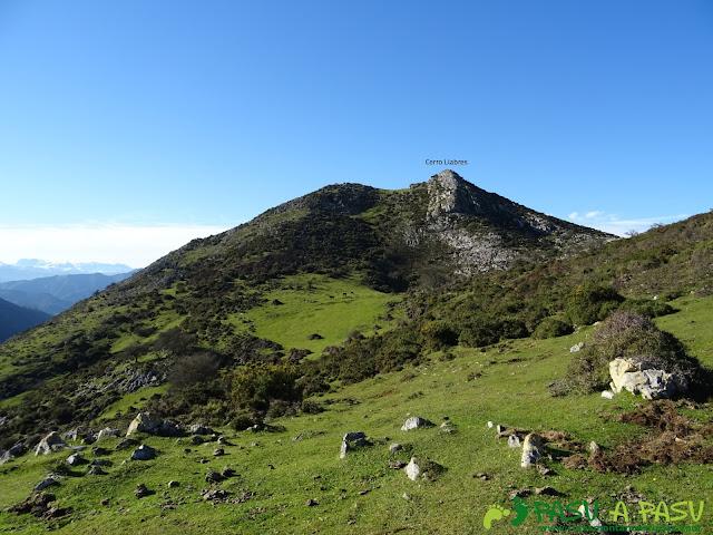 Ruta al Cerro Llabres: Llegando a la cima
