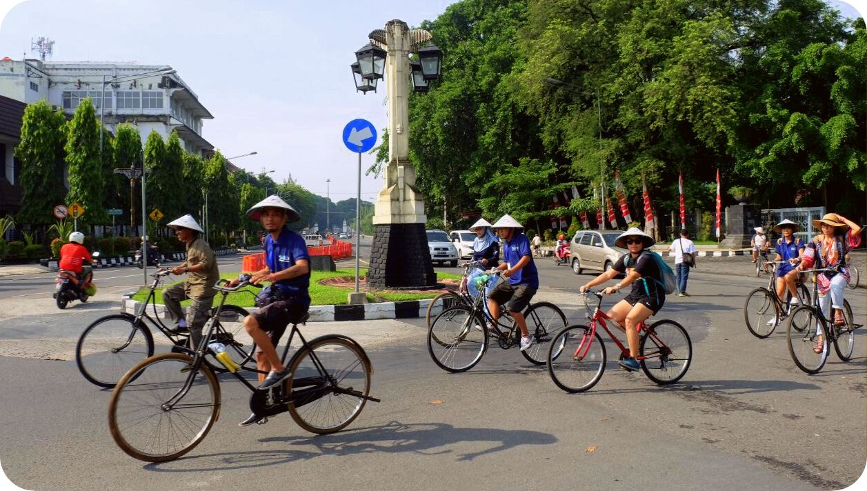 Sepeda Archives Blog Indonesia Tcash Vaganza 39 Bantal Mobil 3 In 1 Mini Mouse Aksesoris Kawasan Heritage Kota Solo