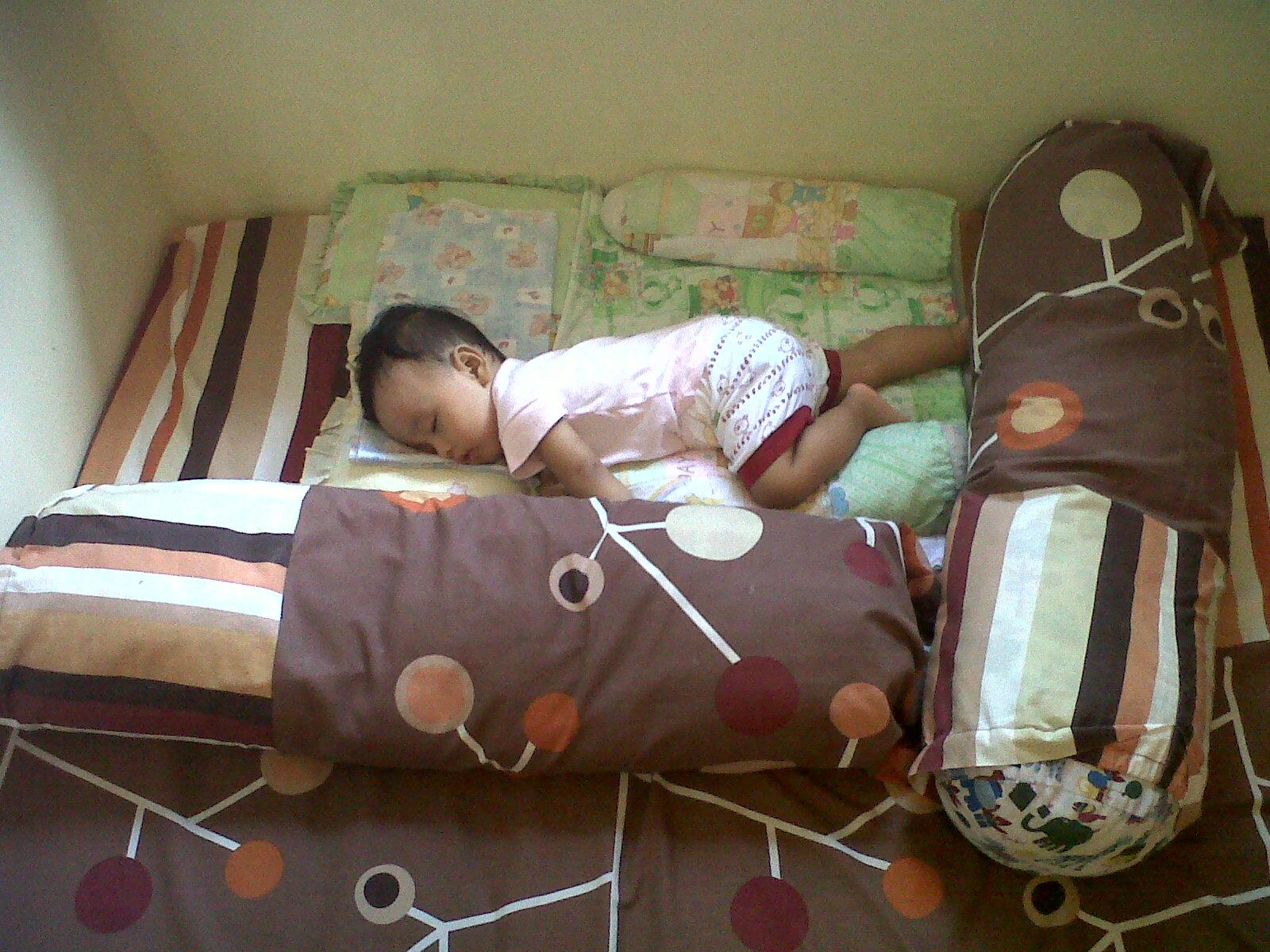 Mengajarkan Bayi Turun Dari Tempat Tidur  Bidankucom
