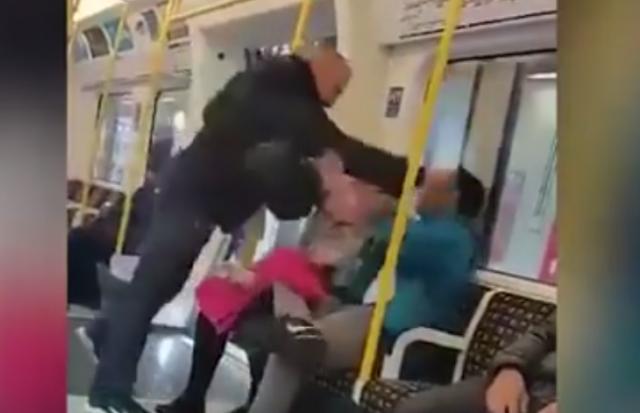 Una mujer persigue a hombre que agredió a su esposo