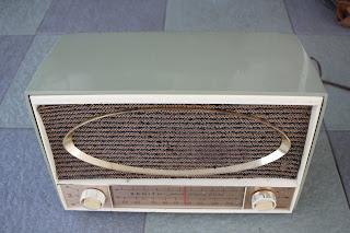 Vintage Zenith Model C725F tube FM radio (sold) C725f%2Btop