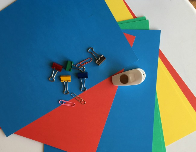 5-minute-games-for-toddlers-fishing-paper-card-clips-