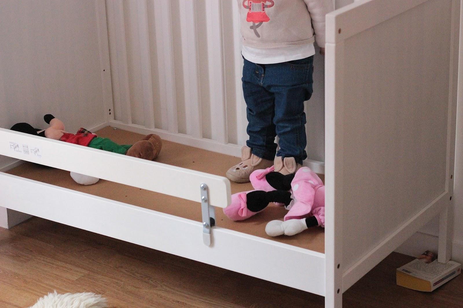 amazing great volution lit bb with lit bb evolutif ikea. Black Bedroom Furniture Sets. Home Design Ideas