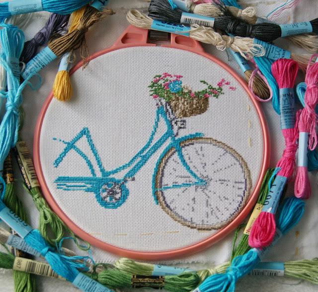 вышивка крестиком, вышитый велосипед, корзина с цветами, вышивка, сумка с вышив кой