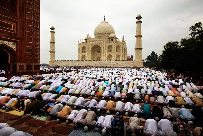 Ahmad Sanusi Husain Com: Eid Al-Fitr Prayers Around The World