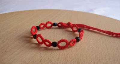Tatting red bracelet - Braccialetto rosso a chiacchierino