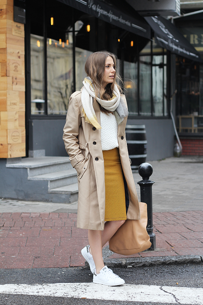 37ba6852d5 Trench coat and sneakers