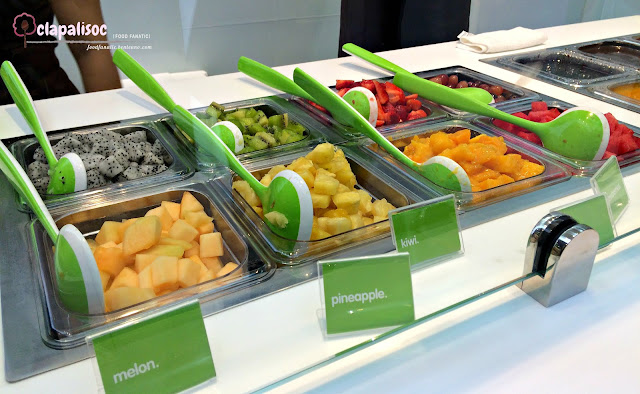 llaollao manila fruit toppings