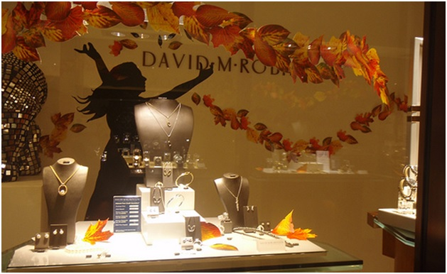 Know how to have a autumn theme stylish jewelry displays