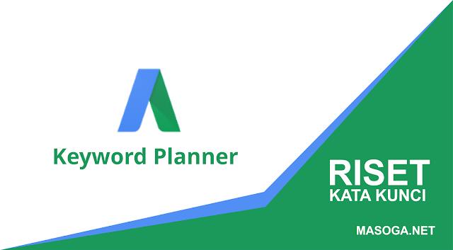 Pada kesempatan kali ini saya akan membagikan sebuah tips cara riset kata kunci menggunakan google keyword planner versi terbaru. Karena memang keyword planner terbaru membuat kebingungan para blogger pemula bagaimana cara awal menggunakan tools efektif ini untuk mencari sebuah ide kata kunci yang relevan.  Baik, pertama apa itu Google Keyword Planner ? Keyword Planner adalah fitur gratis yang disediakan oleh Google AdWords untuk pengiklan baru atau berpengalaman yang serupa dengan workshop untuk membuat kampanye Search Network yang baru.   Anda dapat menggunakan Keyword Planner secara gratis untuk menelusuri kata kunci dan melihat perkiraan performa daftar kata kunci yang sangat dicari oleh banyak orang. Keyword Planner juga dapat membantu Anda memilih bid dan anggaran yang kompetitif untuk digunakan bersama kampanye.  Pada umumnya target blogger adalah memperbanyak pengunjung kepada blog mereka sehingga rating postingan mereka berpeluang untuk bisa tampil di halaman pertama google.   Agar banya pengunjung berdatang kepada blog kita adalah mengarahkan pengguna internet bisa menemukan kepada halaman blog Anda. Para pengguna internet akan mencari kata kunci yang relevan sesuai meraka cari. Nah, Oleh karena itu ada beberapa tips untuk kita harus mempersiapkan dengan baik oleh para blogger agar bisa memancing para pengguna internet menemukan halama situs kita.   Salah satu cara terbaik adalah kita melakukan riset kata kunci atau keywords menggunakan tools yang telah disediakan Google AdWords.  Apa Sih Riset Kata Kunci itu ?  Riset Keyword adalah mencari dan menganalisa sebuah kata kunci yang relevan  sering digunakan oleh para pengguna internet ketika mereka sedang mencari sebuah kata kunci di mesin pencarian google. Jika kita sudah mencari dan menganalisa kata kunci yang ditargetkan. Maka kita sedikit memodifikasi pada kata kunci yang telah di dicari pada google keywords planner dan dijadikan sebuah judul pada artikel kita untuk di terbitkan.  Bagaimana Cara Melakukan