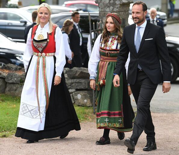 Queen Sonja, Crown Princess Mette-Marit, Princess Ingrid Alexandra, Marius Borg Høiby, Juliane Snekkestad, Princess Märtha Louise, Leah Isadora