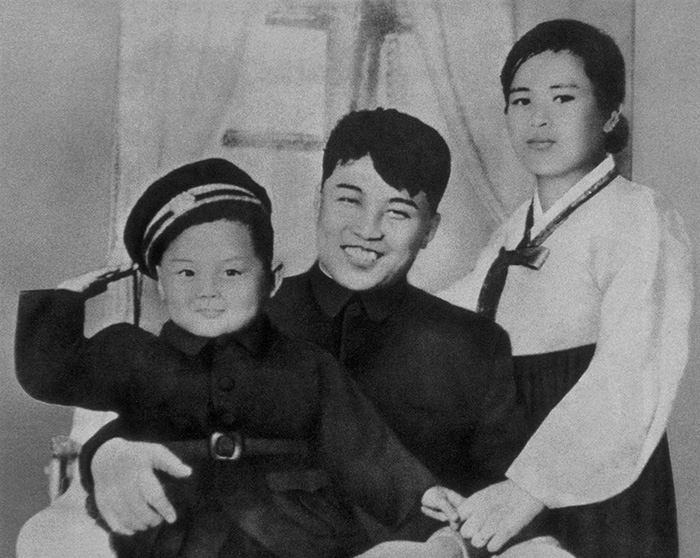 30 Pictures Of World Leaders In Their Youth That Will Leave You Speechless - Kim Jong-il With His Father, Kim Il-sung, And His Mother, Kim Jong-suk In 1945