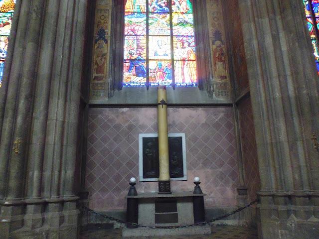 Vela Bárbara en la Iglesia Votiva (Viena) (@mibaulviajero)