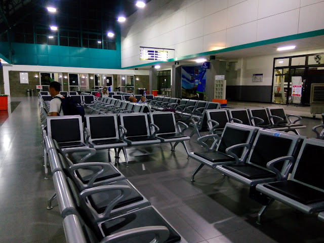 Review Stasiun Kertapati Palembang. Fasilitas ruang tunggu nyaman