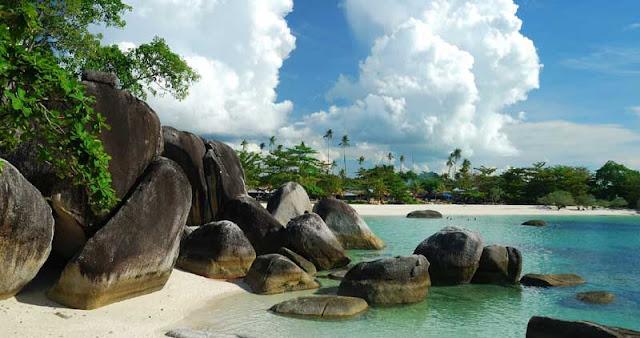 Pantai Tanjung Tinggi di Belitung