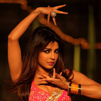 Gorgeous Priyanka chopra dancing stills in thoofan