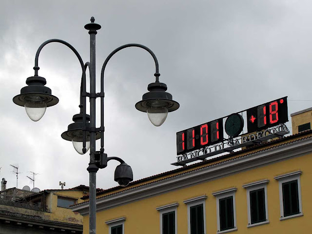 Clock and temperature, piazza Cavour, Livorno
