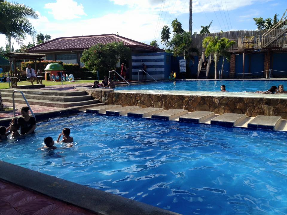 Startwinklepanda tubigan garden resort for Pool garden resort argao
