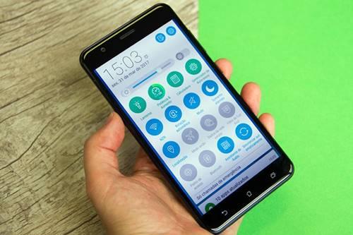 A Asus prometeu disponibilizar o Android 7.0 Nougat para o ZenFone 3 Zoom  até o fim do segundo trimestre deste ano