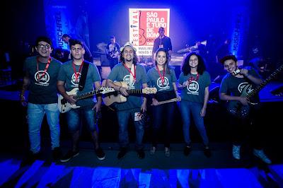 """Banda formada por professores e alunos da Art & Music foi uma das dez finalistas do  """"Festival São Paulo é tudo de bom"""" ocorrido na ExpoMusic 2016. Foto: acervo Art & Music"""