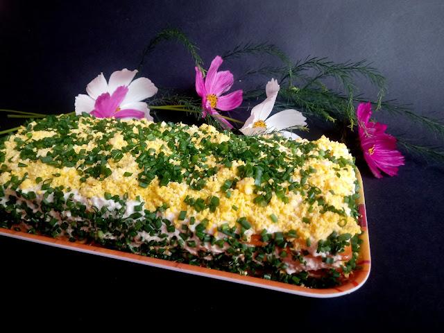 Sałatka z tuńczykiem i krakersami