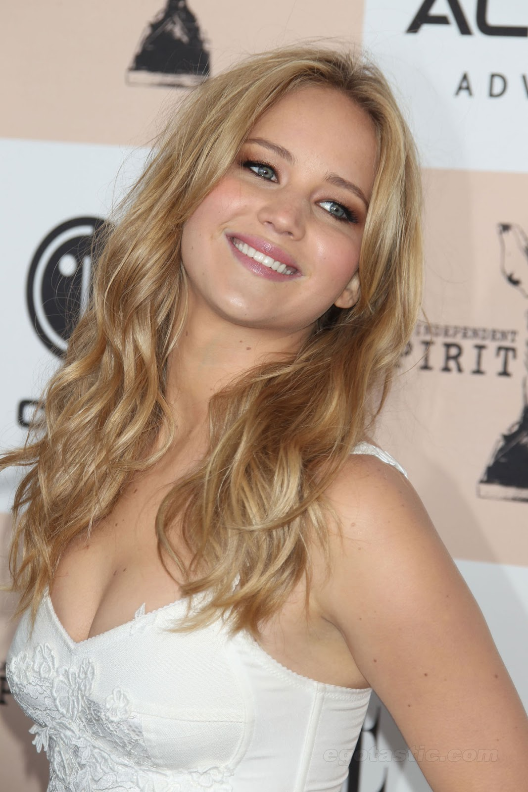 Jennifer Lawrence Makeup Tutorial: Jennifer Lawrence Bikini Pics