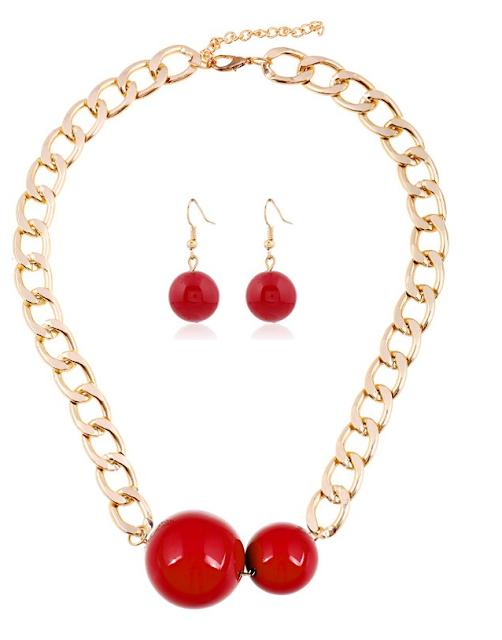 Halskette und Ohrringe im Retro-Style