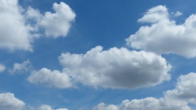 nuages cumulus ciel bleu