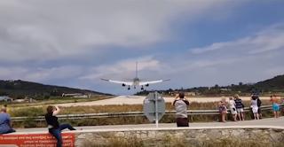Σκιάθος: Ηθελε να δει απογείωση αεροσκάφους και εκτοξεύτηκε (Βίντεο)