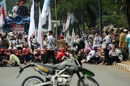 Aksi Unjuk Rasa Ribuan Honorer Menuju Istana Negara