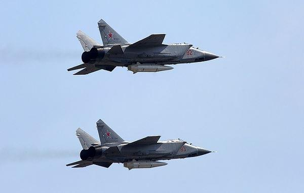 MiG-31K Membawa Rudal Hipersonik Kinzhal