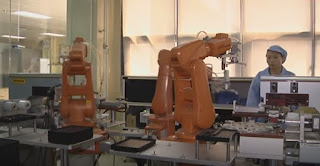 Artificial Intelligence algorithm helps industrial robots learn faster