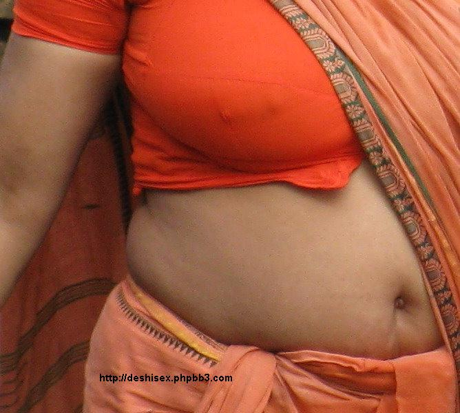 saree boobs