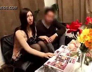 ภรรยาโดนหมอนวดหญิงหลอกไปให้ผู้ชายเย็ดในห้องนวด สามีเธอนั่งอยู่หน้าห้องก็ยังกล้าทำ!