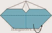 Bước 11: Gấp cạnh giấy về phía mặt đằng sau.
