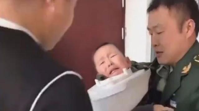Merasa Bosan, Bocah 3 Tahun Ini Iseng Masukkan Kepalanya ke Lubang Kloset, Endingnya Malah Nyangkut!