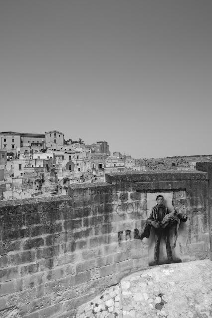 Panorama di Matera e murales di Pasolini