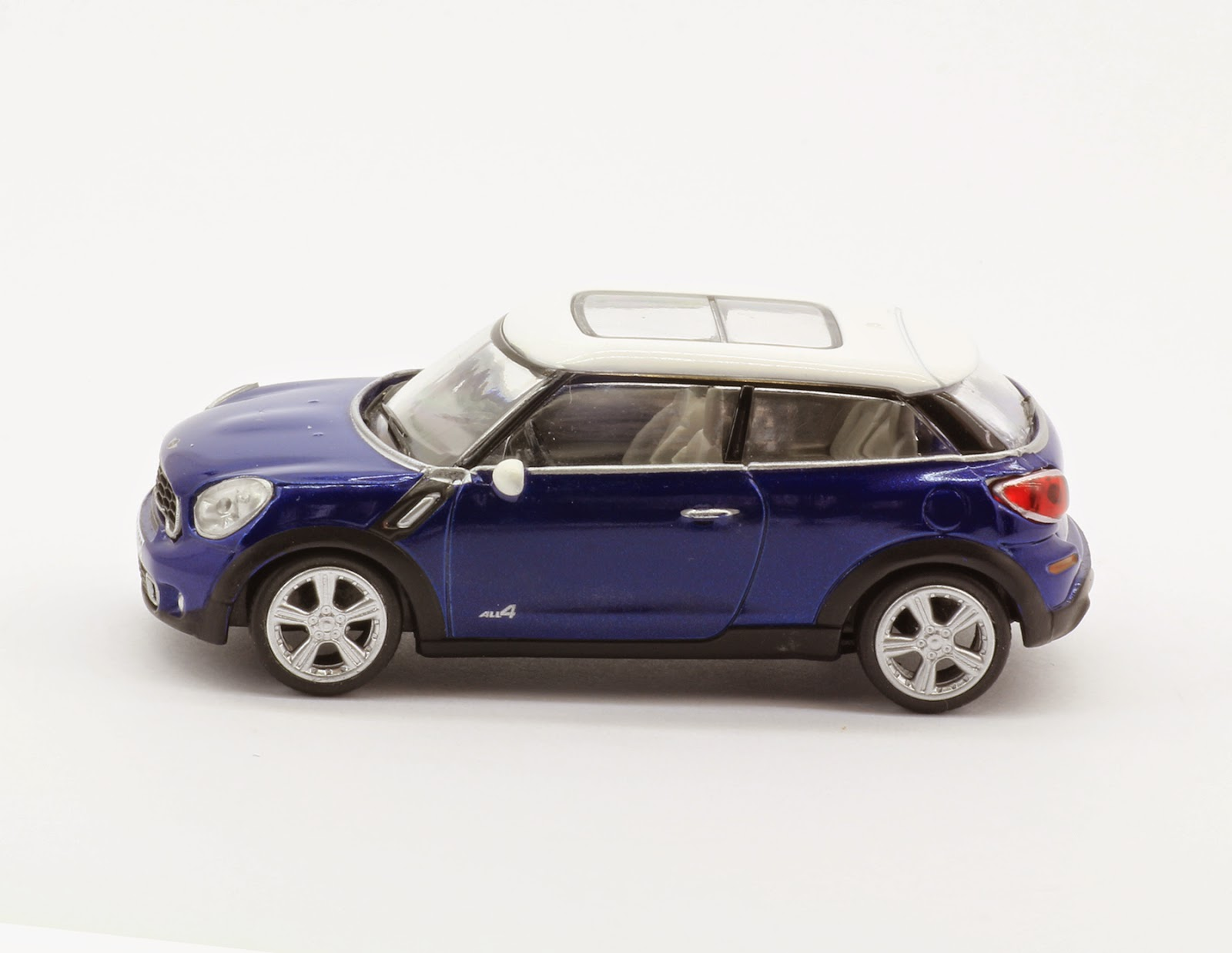 Incredible Mini Garage Mini Countryman Coupe 2013 Kyosho 164