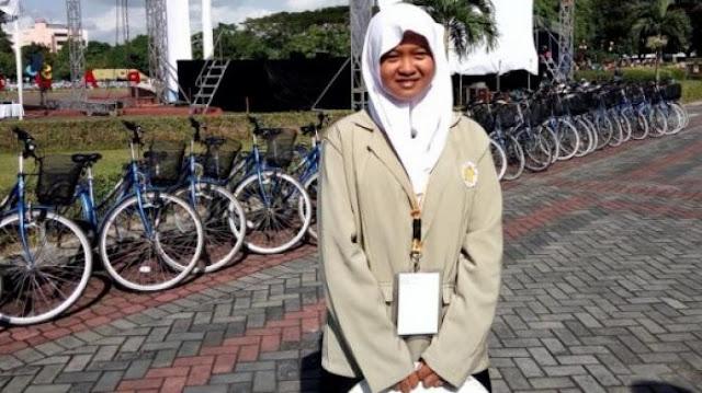 Selesaikan SD-SMA Selama 9 Tahun, Gadis Berumur 15 Tahun Ini Menjadi Mahasiswi Termuda Di UGM