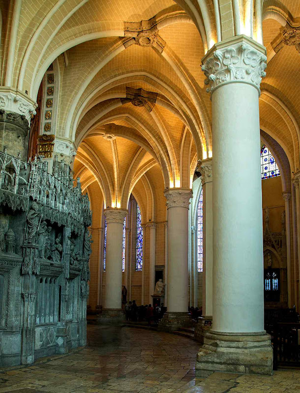 O ambiente sobrenatural de Notre Dame de Chartres, relicário do véu de Nossa Senhora
