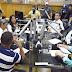 Candidatos debatem proposta para Macapá em programa de rádio.